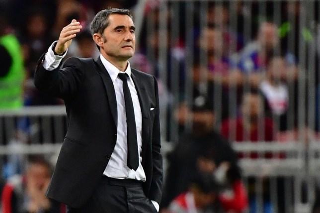 Barcelona sack Ernesto Valverde and announce Quique Setien as new head coach巴塞罗那解雇了巴尔韦德,并宣布基克·塞蒂恩为新任主帅