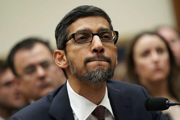 A top Oracle exec says Google is 'virtually alone' in its Supreme Court battle over Java, downplaying IBM and Microsoft's support for its tech rival甲骨文一位高管说,在围绕Java的最高法院诉讼战中,谷歌几乎是孤军奋战,对IBM和微软对其科技竞争对手的支持一带而过