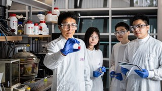 Australian researchers develop 'British-weatherproof' solar cells澳大利亚研究人员研制出英国耐候性(British-weatherproof)太阳能电池