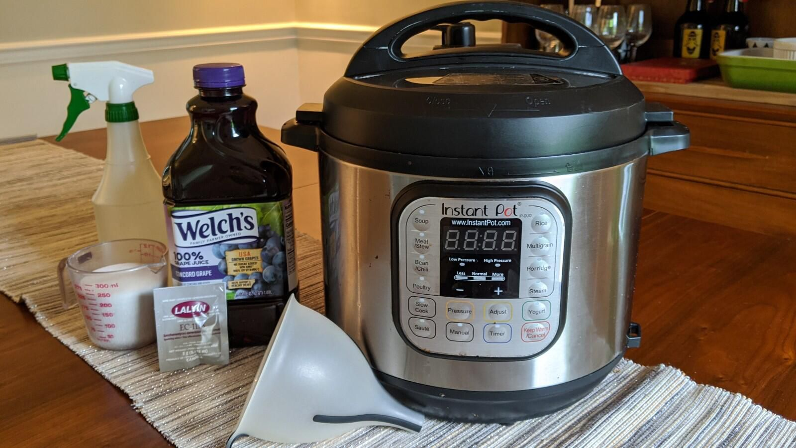 How to make wine in your Instant Pot: A step-by-step guide to brewing at home手把手教你用电压力锅自制葡萄酒,在家就能做