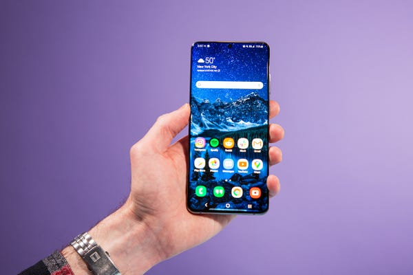I'm a loyal iPhone user, but I switched to Samsung's Galaxy S20 and found 5 things I liked better compared to the iPhone 11 Pro我是一名忠实的iPhone用户,但我换用了三星Galaxy S20,发 现与iPhone 11 Pro相比,我更喜欢它的5个地方