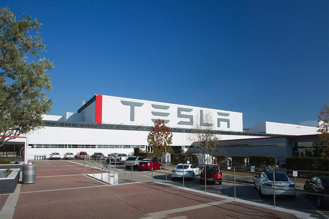 Tesla tops its own Q1 production and delivery record, builds over 100,000 vehicles特斯拉的第一季度产量和交付量超过了10万辆