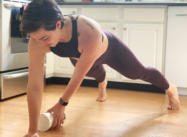 The Secret to a Perfect At-Home Workout Is In Your Kitchen Pantry悄悄告诉你,锻炼的秘密在厨房而不是健身房